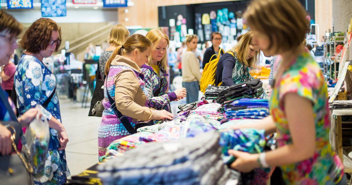Lämmintä tunnelmaa ja yhdessä tekemistä – Ommel-festivaali yhdisti tuhannet tekijät ja kotimaiset alan yritykset