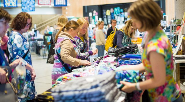 A warm atmosphere and doing things together – The Ommel Festival brought thousands of makers and Finnish fabric businesses together